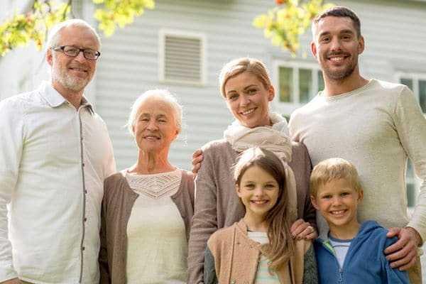 Кому выплачивается матпомощь при смерти близкого родственника и как облагается налогами